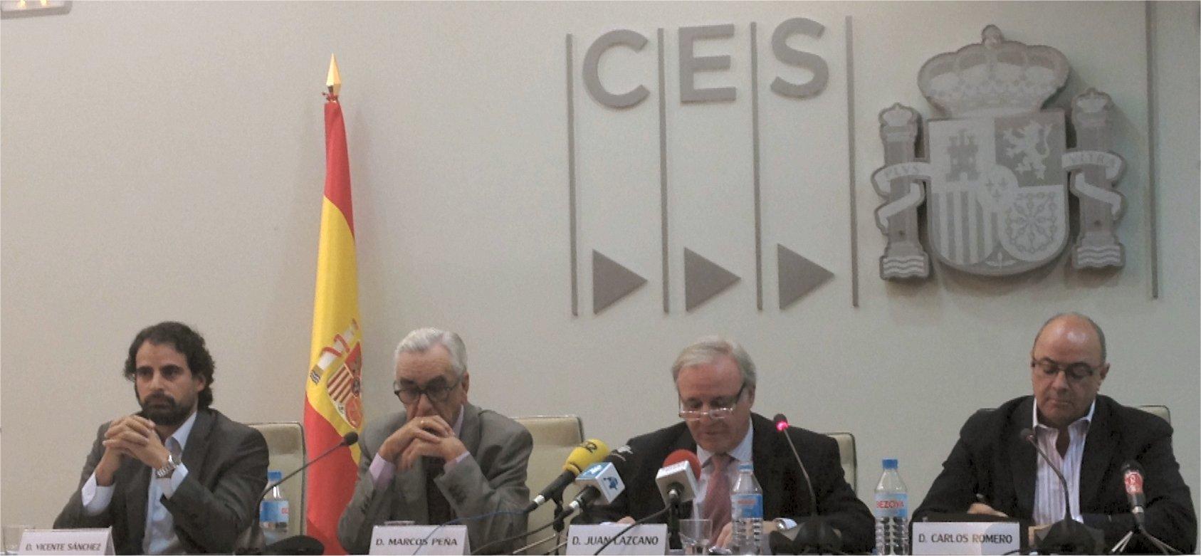 De izquierda a derecha: Vicente Sánchez, Secretario General de FECOMA- CCOO, Marcos Peña, Presidente del CES, Juan Lazcano, Presidente de la CNC y  Carlos Romero, Secretario General de MCA-UGT