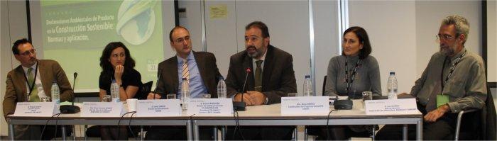 De izqda. a dcha. Miguel García (CEPCO); María Consuelo Jiménez (Ministerio de Fomento); Javier García (AENOR); Antonio Burgueño (FCC Construcción); Alicia Arjona (AENOR) y Luis Alonso (Ministerio de Industria)