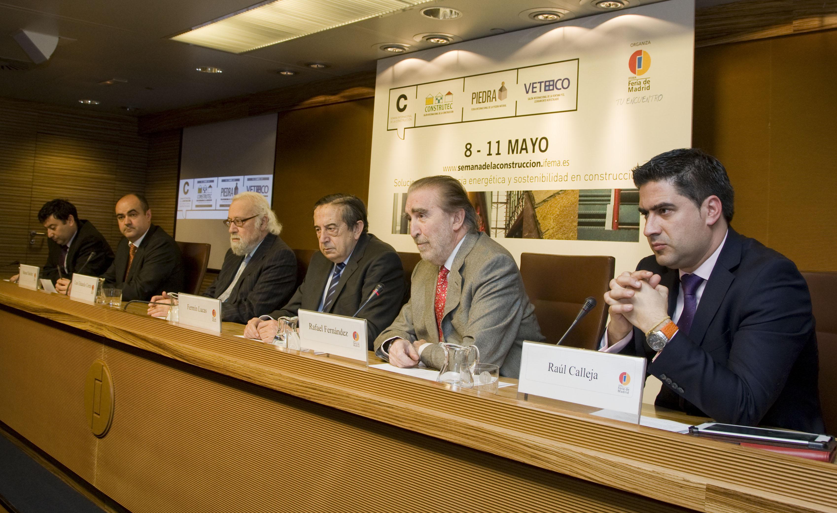 Rafael Fernadez,segundo por la derecha, presidente de CEPCO y del consejo asesor, en la rueda de prensa celebrada ayer.